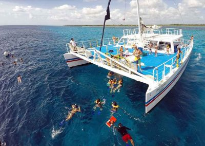 Big groups explores during a key west snorkeling reef trip