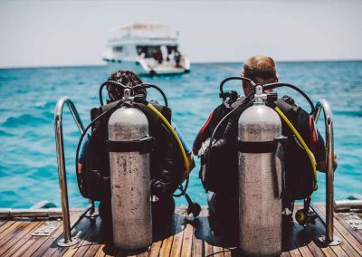 Scuba divers get ready with Key West Spearfishing Charters