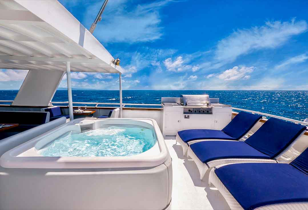 Customers enjoy their jacuzzi on a key west yacht rentals charter